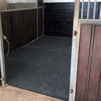 Animat Interlocking Stable Mats Fitted